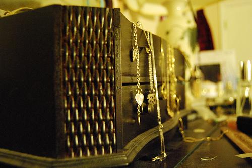 Dresser jewelry box
